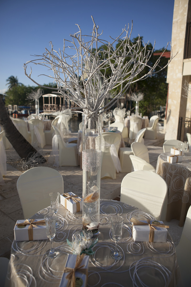 Elegant Waterfront Wedding Reception with Seashell Centerpieces | The Majestic Vision Wedding Planning | Villas Mar Azure in Ponce, PR | www.themajesticvision.com | Shay Cochrane Photography