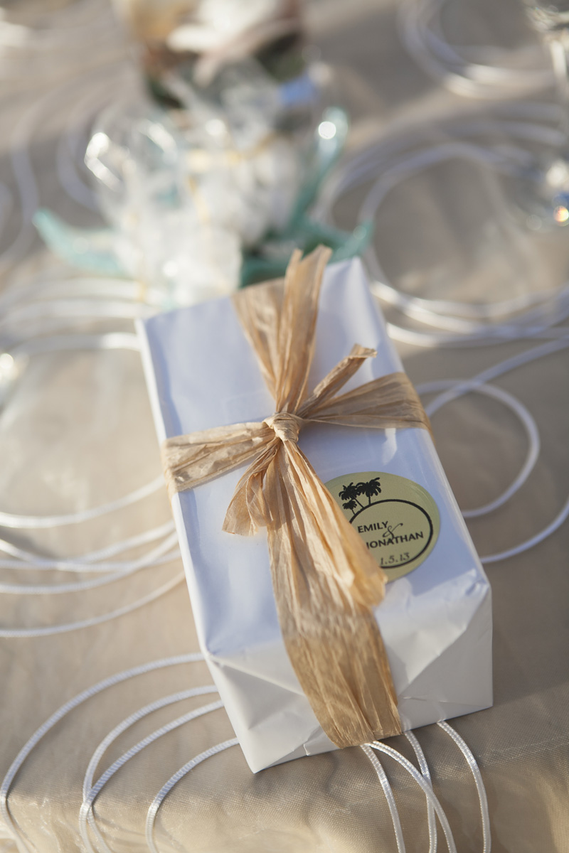 Elegant Wedding Favors | The Majestic Vision Wedding Planning | Villas Mar Azure in Ponce, PR | www.themajesticvision.com | Shay Cochrane Photography