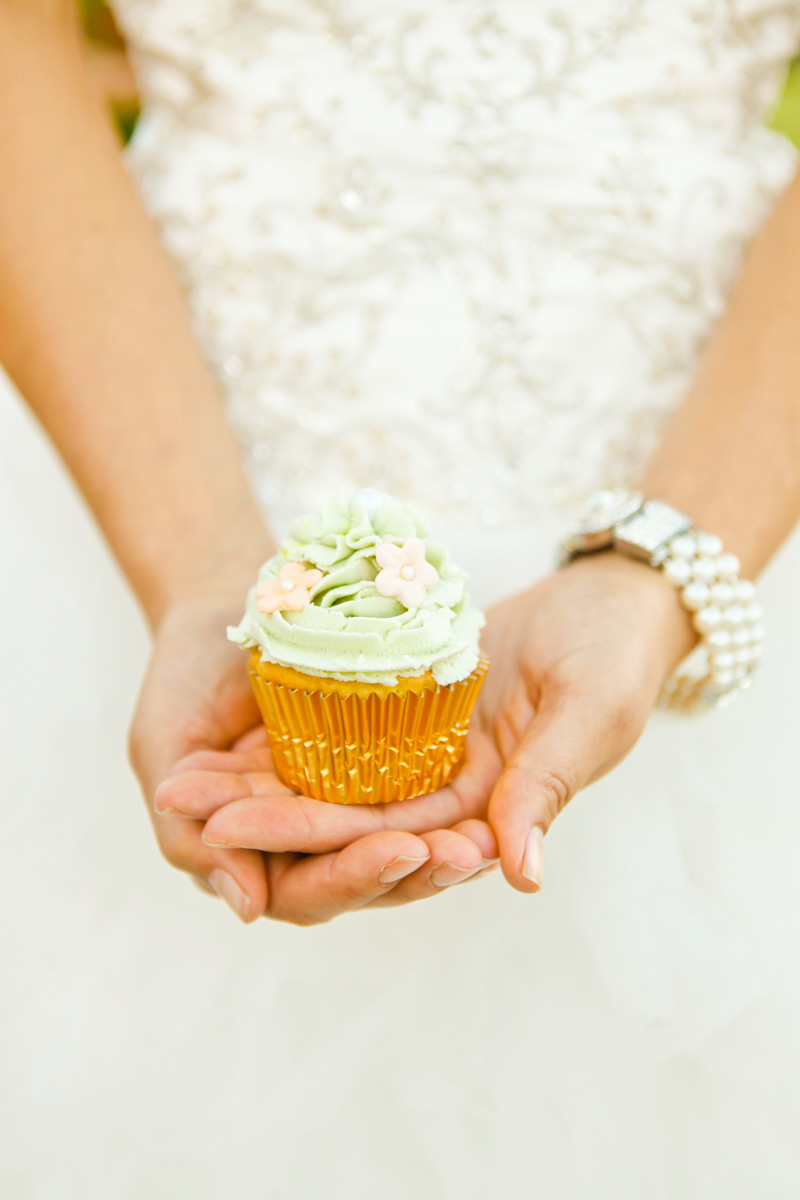 Delicious Floral Wedding Cupcake | The Majestic Vision Wedding Planning | International Polo Club in Palm Beach, FL | www.themajesticvision.com | Krystal Zaskey Photography