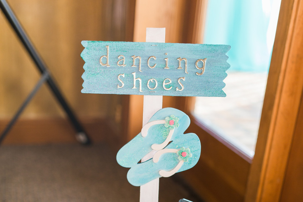 Adorable Sign for Flip Flop Guest Favor | The Majestic Vision Wedding Planning | Sailfish Marina in Palm Beach, FL | www.themajesticvision.com | Chris Kruger Photography