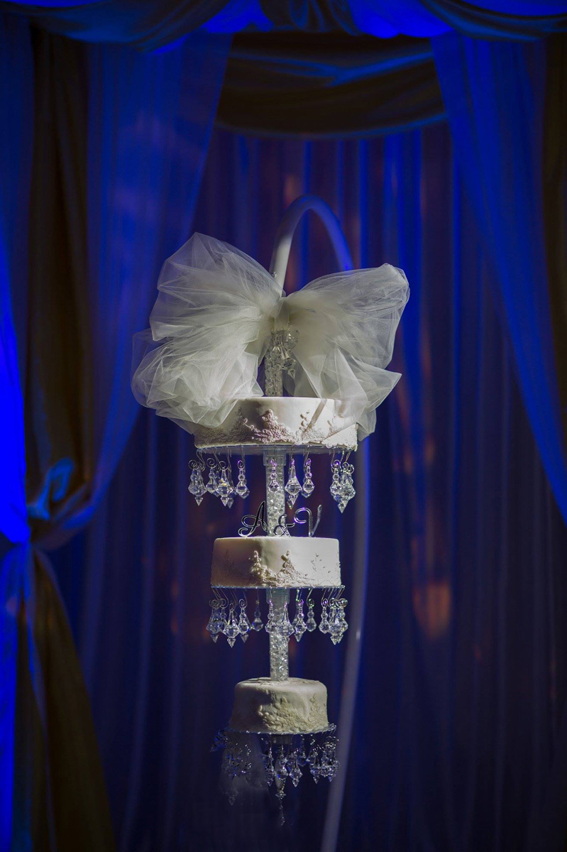 Elegant Chandelier Wedding Cake for Indian Wedding Reception | The Majestic Vision Wedding Planning | PGA National in Palm Beach, FL | www.themajesticvision.com | Haring Photography