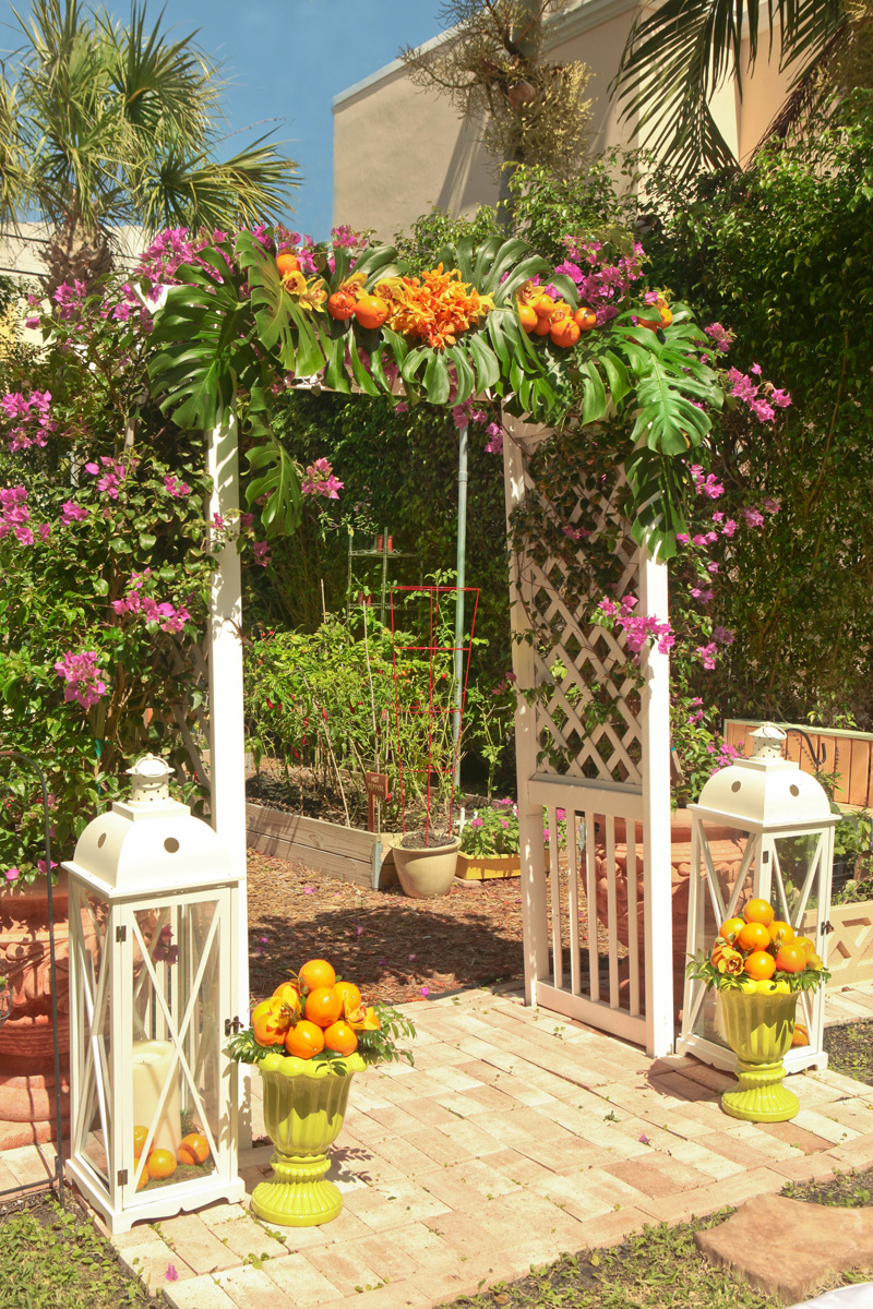 Elegant Lilly Pulitzer Inspired Wedding Ceremony with Palm Frawns, Oranges and Bougainvillea | The Majestic Vision Wedding Planning | The Colony Hotel in Palm Beach, FL | www.themajesticvision.com | Krystal Zaskey Photography