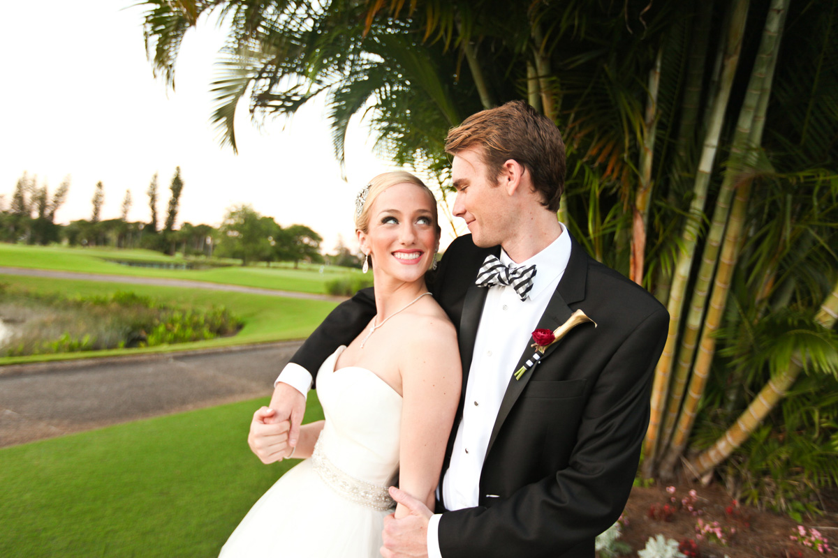Modern and Elegant Bridal Portrait on Golf Course | The Majestic Vision Wedding Planning | Breakers West in Palm Beach, FL | www.themajesticvision.com | Krystal Zaskey Photography