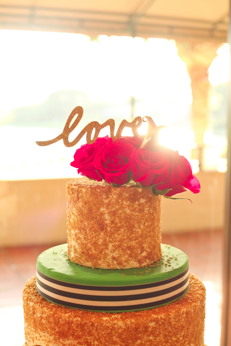 Kate Spade Inspired Modern and Elegant Wedding Cake with Gold Glitter | The Majestic Vision Wedding Planning | Breakers West in Palm Beach, FL | www.themajesticvision.com | Krystal Zaskey Photography