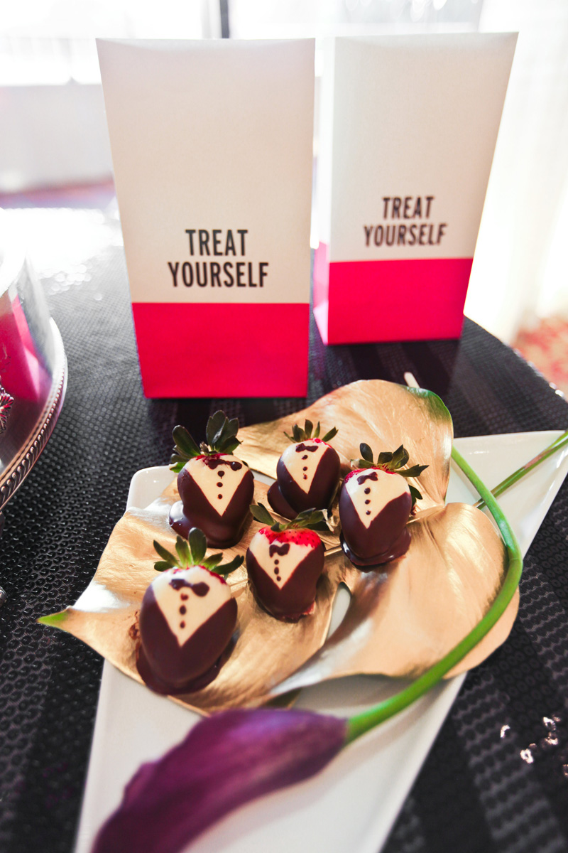 Kate Spade Inspired Modern and Elegant Tuxedo Chocolate Covered Strawberries | The Majestic Vision Wedding Planning | Breakers West in Palm Beach, FL | www.themajesticvision.com | Krystal Zaskey Photography