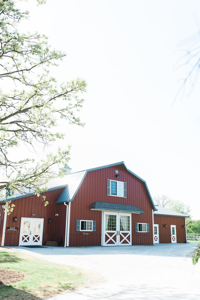 Elegant Barn Wedding | The Majestic Vision Wedding Planning | Rustic Manor in Milwaukee, WI | www.themajesticvision.com | Elizabeth Haase Photography